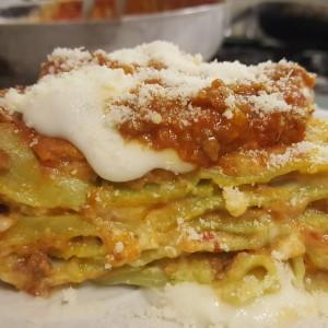 lasagnette-verdi-gratinate-alla-bolognese-con-ragu-di-carne-di-manzo